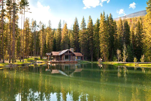 Casa in legno sul lago for Casa sul lago a 2 piani