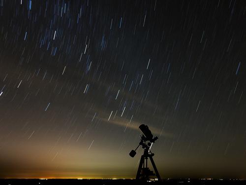 Telescopio-stelle-cadenti-notte-San-Lorenzo