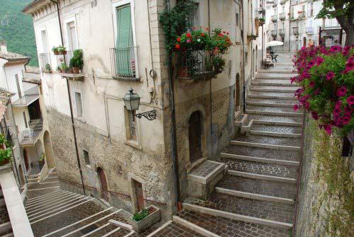 Anversa-village-alleys-Abruzzo