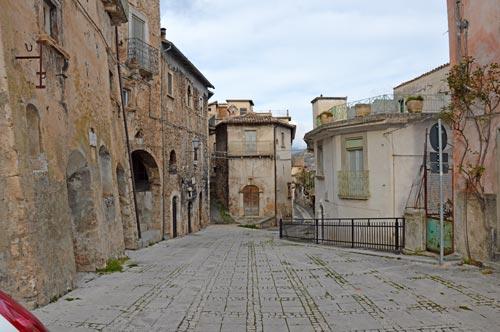 Borgo-Calascio-stone