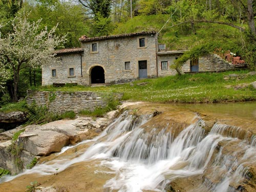 House-in-stone-Abruzzo-Italy