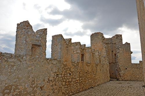 Medieval-Castle-Rocca-Calascio-Abruzzo
