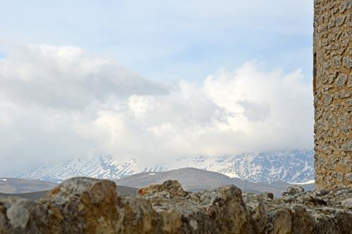 Roccacalascio-castle-mountain-abruzzo