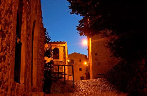 Village-Rocca-calascio-abruzzo-of-night