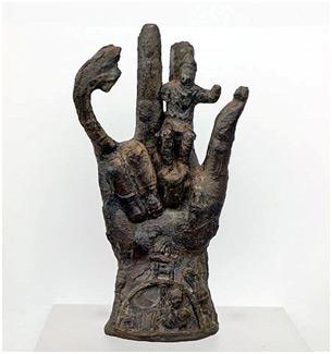Hand-bronze-villa-santa-maria