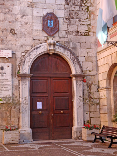 Church-San Francisco-Portal-Isernia