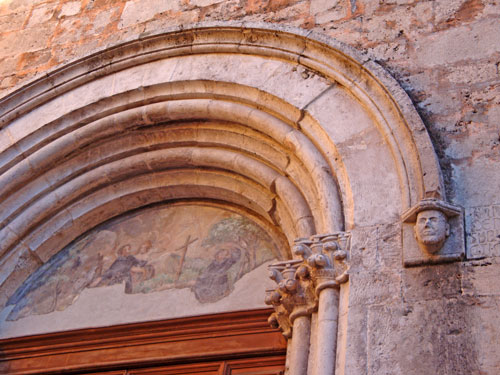 Detail-door-Church-San-Francisco-Isernia-Molise