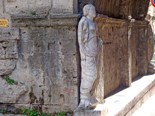 Statue-Arc-St-Paolo-Isernia-Molise-Italy