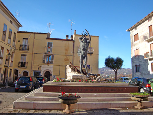 Statua-vittime-IS-Molise