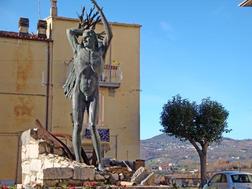 Statua-vittime-Isernia-Molise