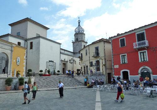 Sepino-Molise-Piazza-Neratio-Prisco