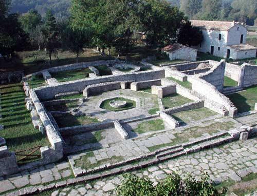 campus-piscina-porticus-Sepino
