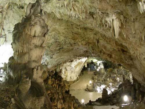 Grotte-del-Cavallone-nel-cuore-del-Parco-nazionale-della-Majella
