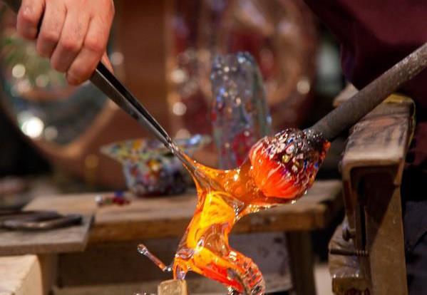 Produzione Artigianale Del Vetro.Le Tecniche Di Lavorazione Del Vetro Di Murano