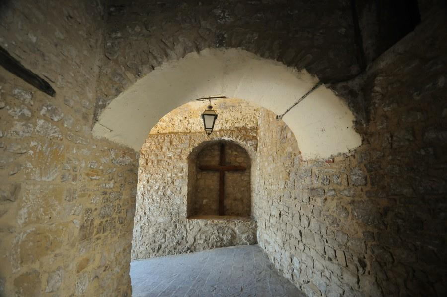 Palmoli, particolare dell'arco in pietra