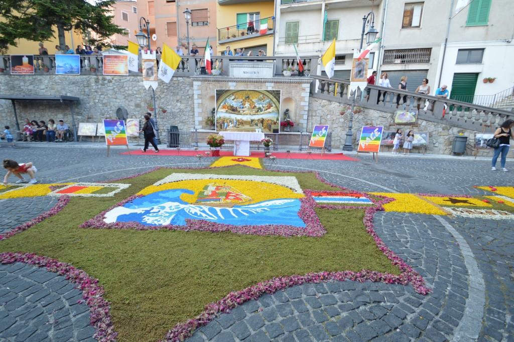 Carunchio infiorata 2015 piazza centrale