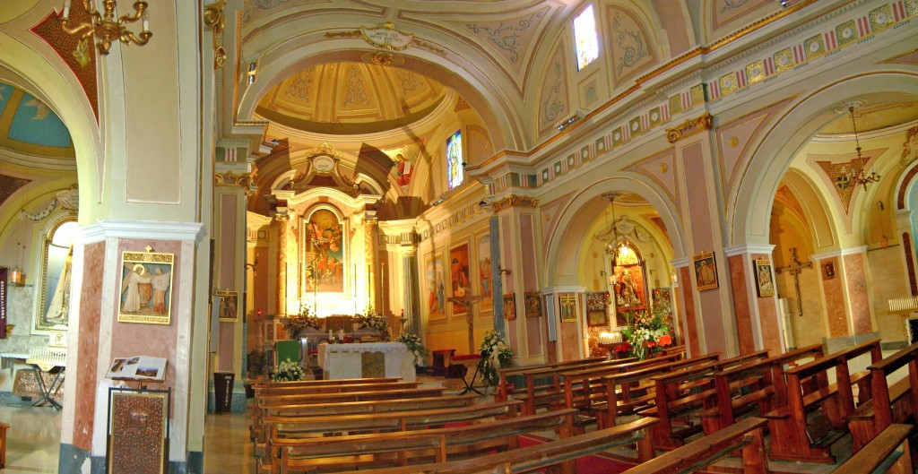 Interno-chiesa-San-Cosma-e-Damiano-Roccascalegna