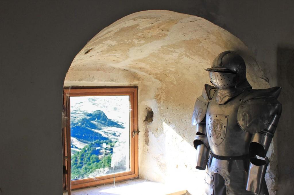 armatura-nel-castello-di-roccascalegna