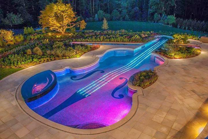 piscina-a-forma-di-violino