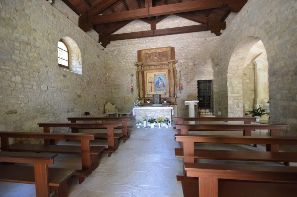 Fraine-interno-chiesa