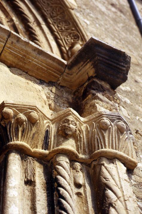 Bagnoli Portale Chiesa