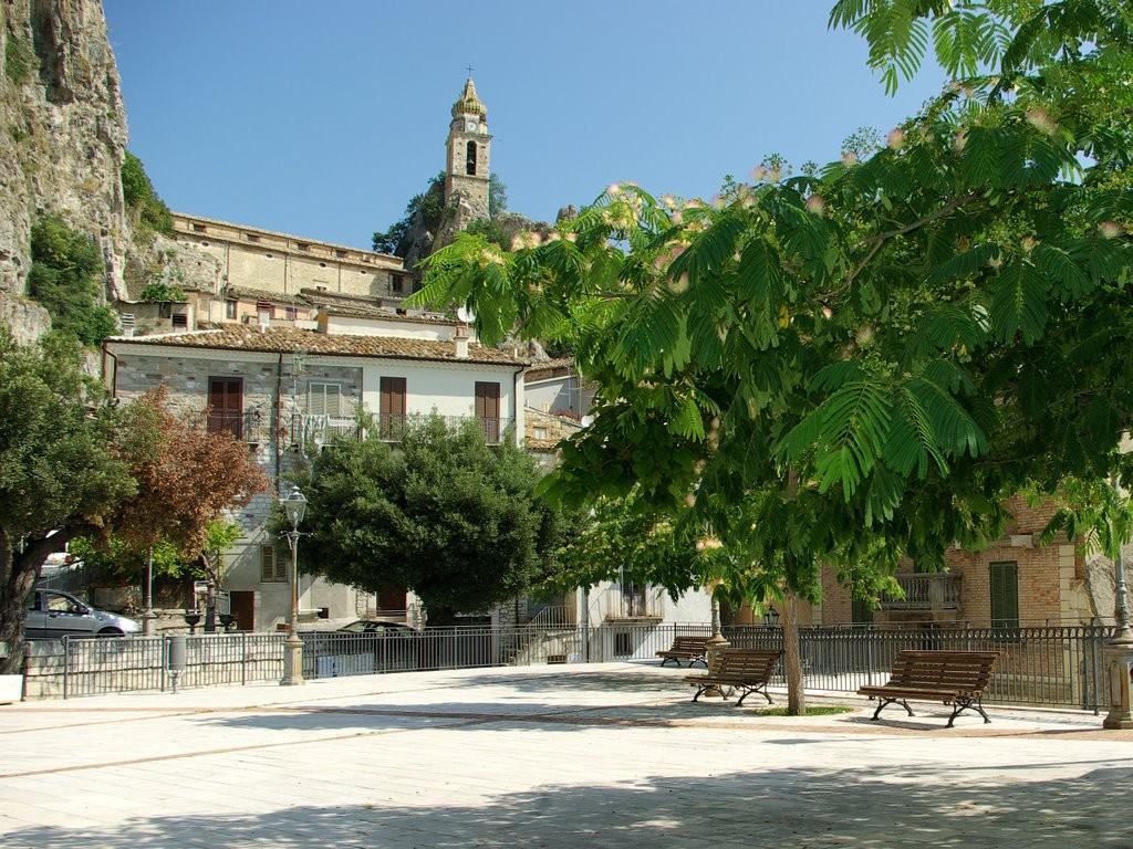Bagnoli del Trigno piazza