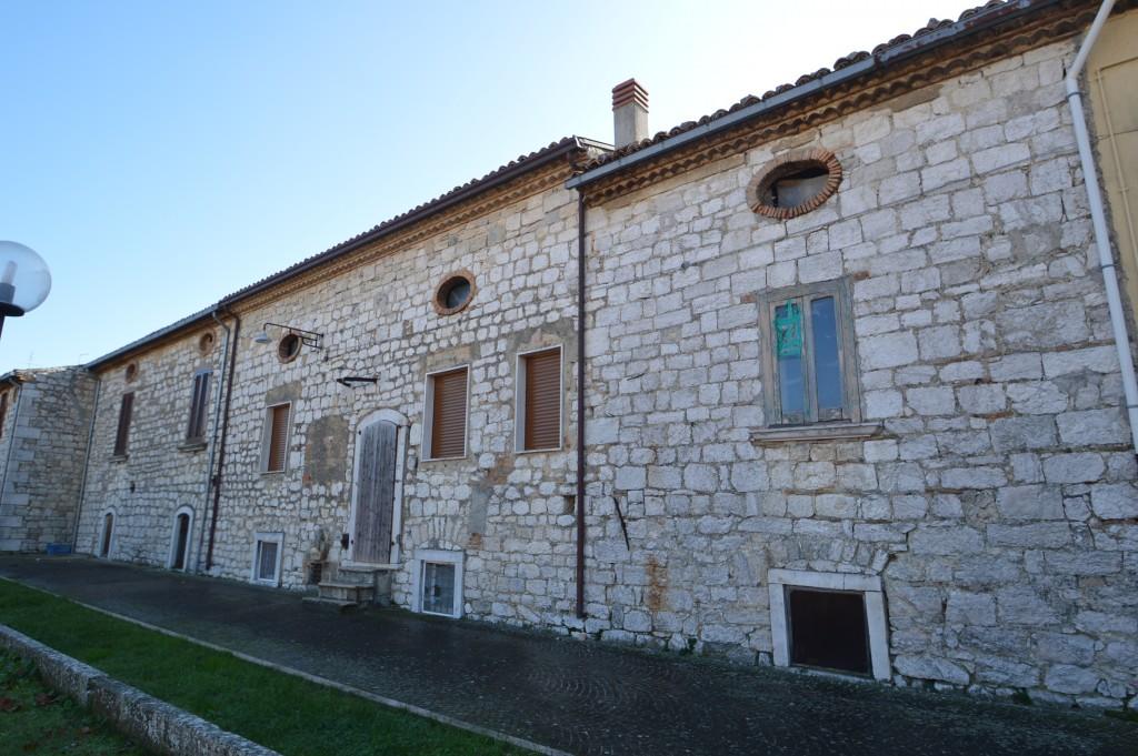 Busso case in pietra