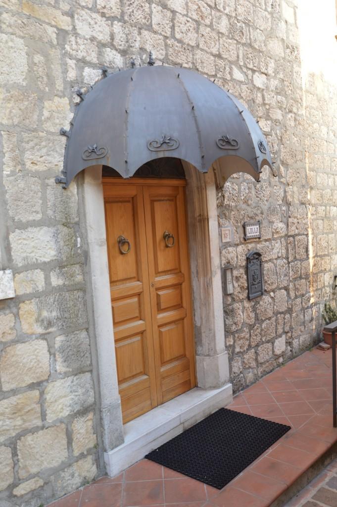 Particolare-portone-forma-ombrello-ferro-battuto