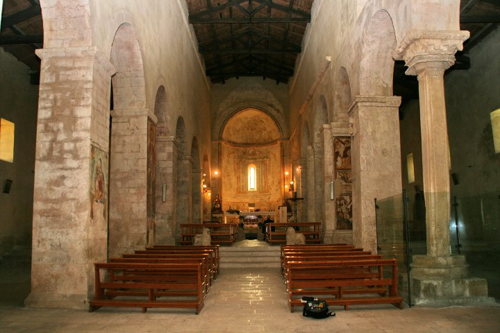 Chiesa-San-Tommaso-Beckett-Interno