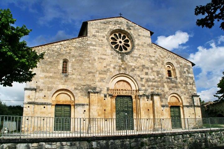 Esterno della chiesa di San Tommaso Bercett